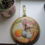 Часы на кухню из старой-старой сковородки. Декупаж.
